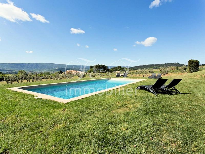 Authentic renovated farmhouse facing the Luberon